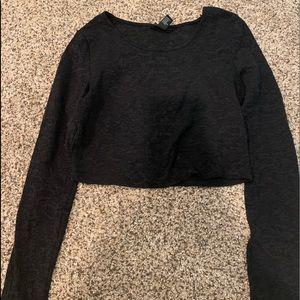 Black long sleeve cropped top